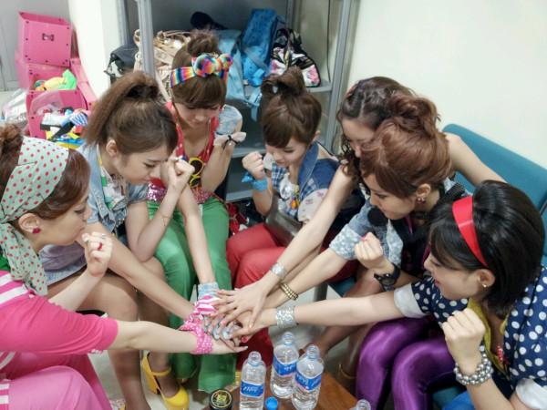 the girls backstage during roly poly era   #티아라 #QRI #큐리 #BORAM #보람 #SOYEON #소연 #EUNJUNG #은정 #HYOMIN #효민 #JIYEON #지연