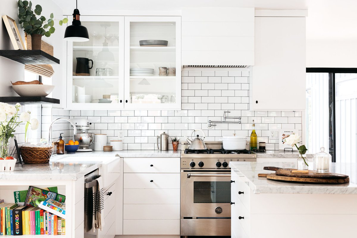 White is a color that still looks great in a #kitchendesign. Just ask these kitchens. #homeinspo  cpix.me/a/130020057