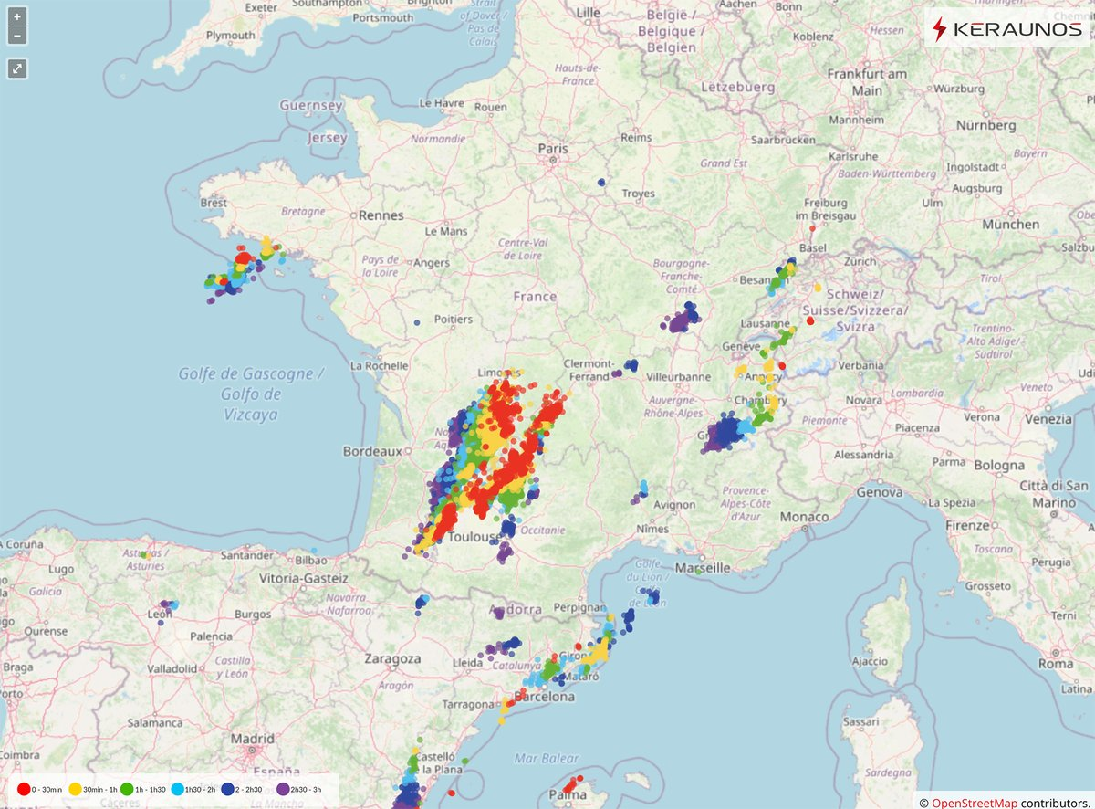 Comme prévu, l'activité orageuse est bien présente en Nouvelle-Aquitaine, ou de forts #orages se déclenchent depuis 19h. Ils sont particulièrement électrique et localement accompagnés de fortes précipitations. Carte #foudre  ->