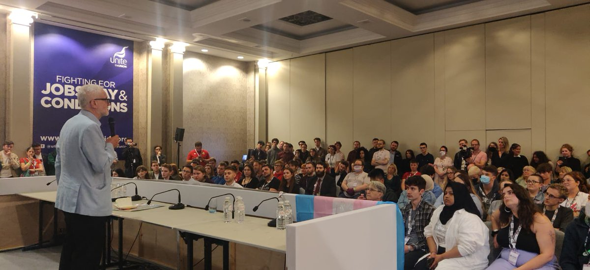It was a pleasure to speak at this evening's brilliant #YoungLabour rally at #Lab21. You can read some of my message to young members at facebook.com/JeremyCorbynMP…