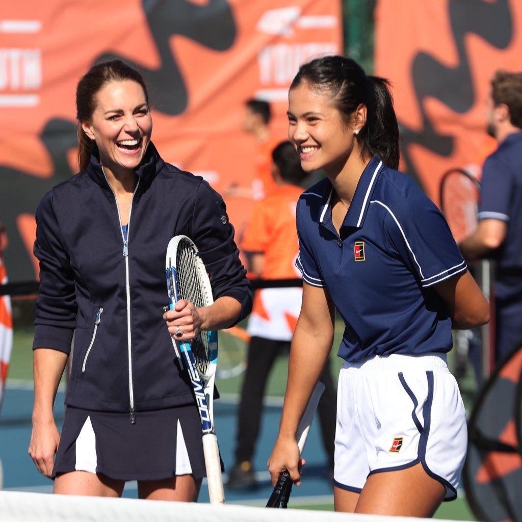 #AmerikaAçık şampiyonu Emma #Raducanu, Kate Middleton ile birlikte tenis oynadı 🎾😍  📷 @EmmaRaducanu