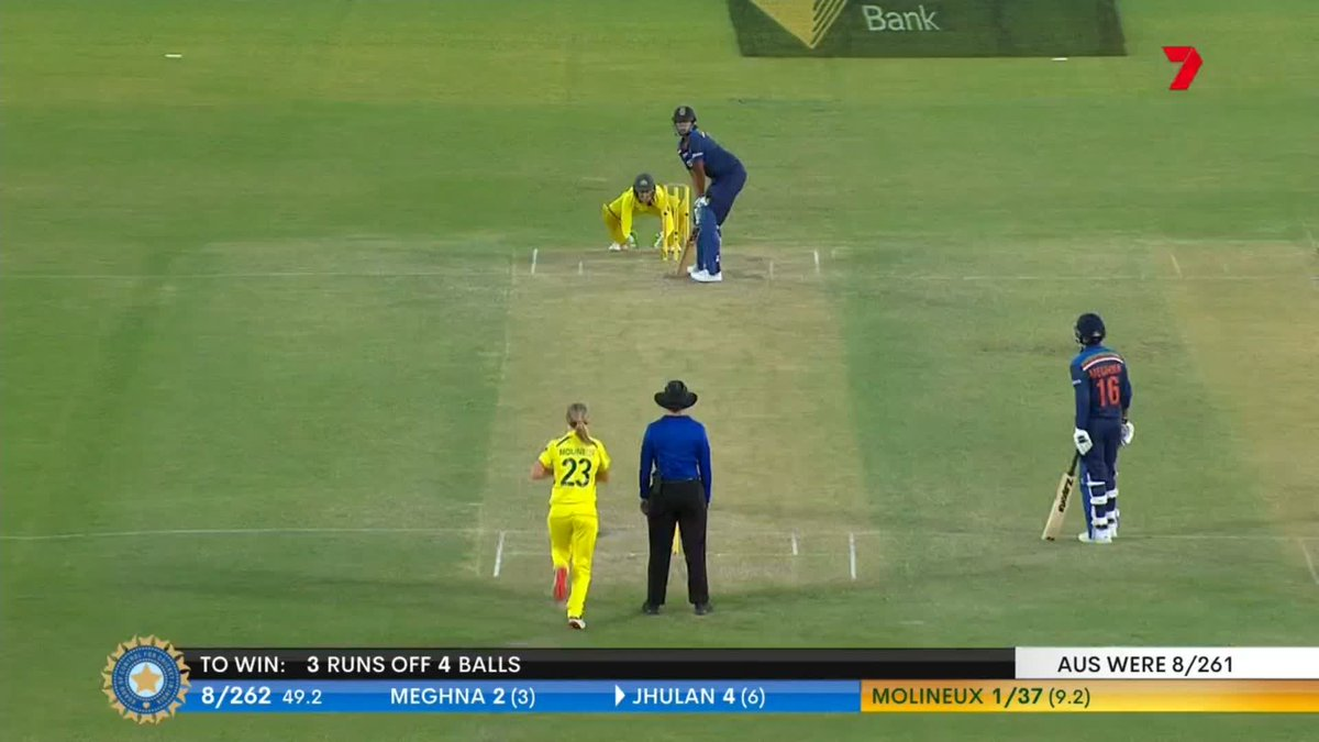 The winning moment when @JhulanG10 hit straight down to the ground to trigger wild celebrations!  #TeamIndia #AUSvIND   https://t.co/GoDQFCupcq