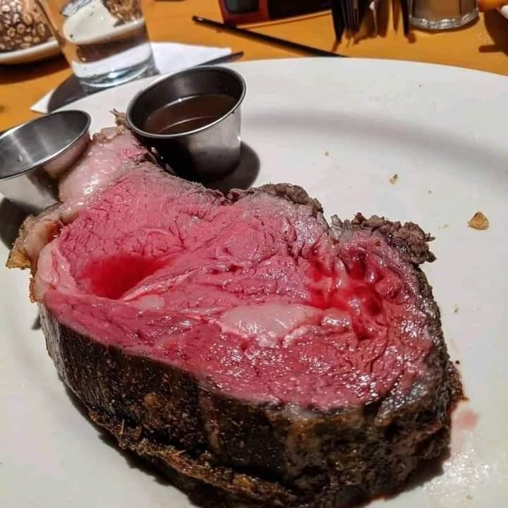 El boludito que vive en Palermo:  Esa carne está pasada de cocción 😎