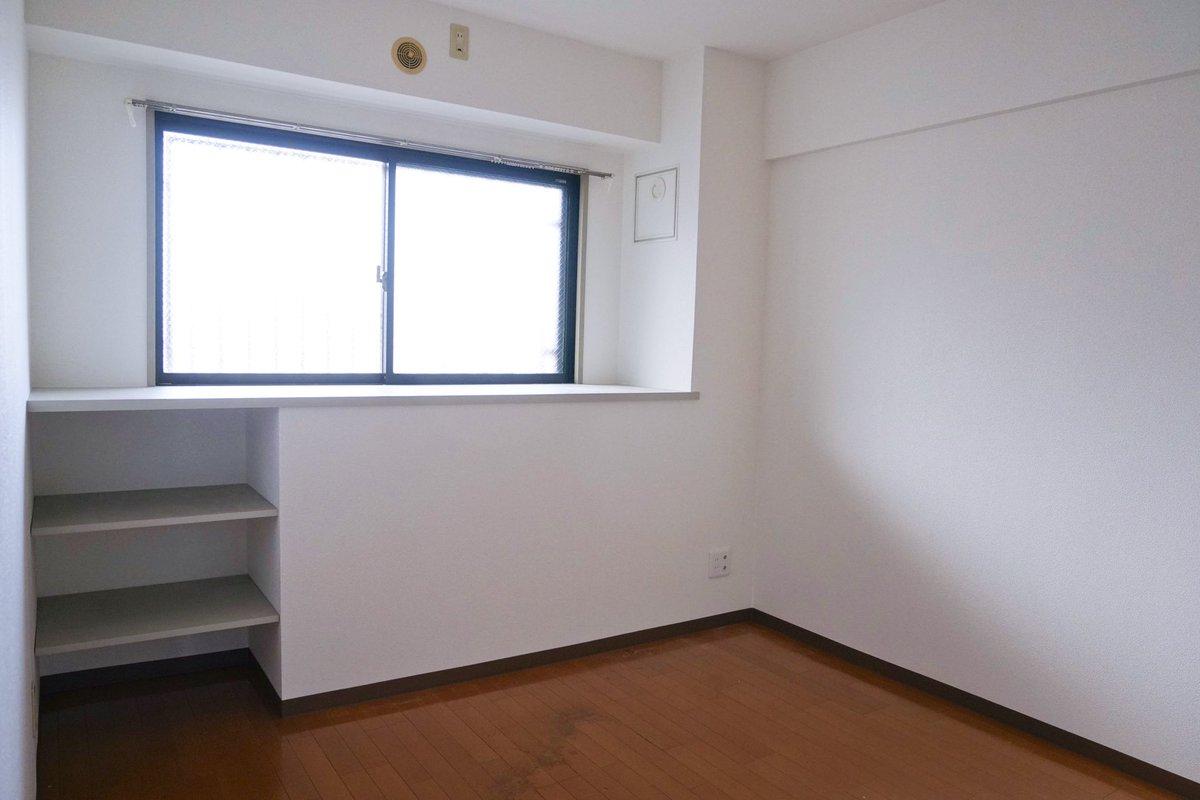 引っ越し直後は何もない部屋だったけど?チマチマいじった現在の部屋がこちら!