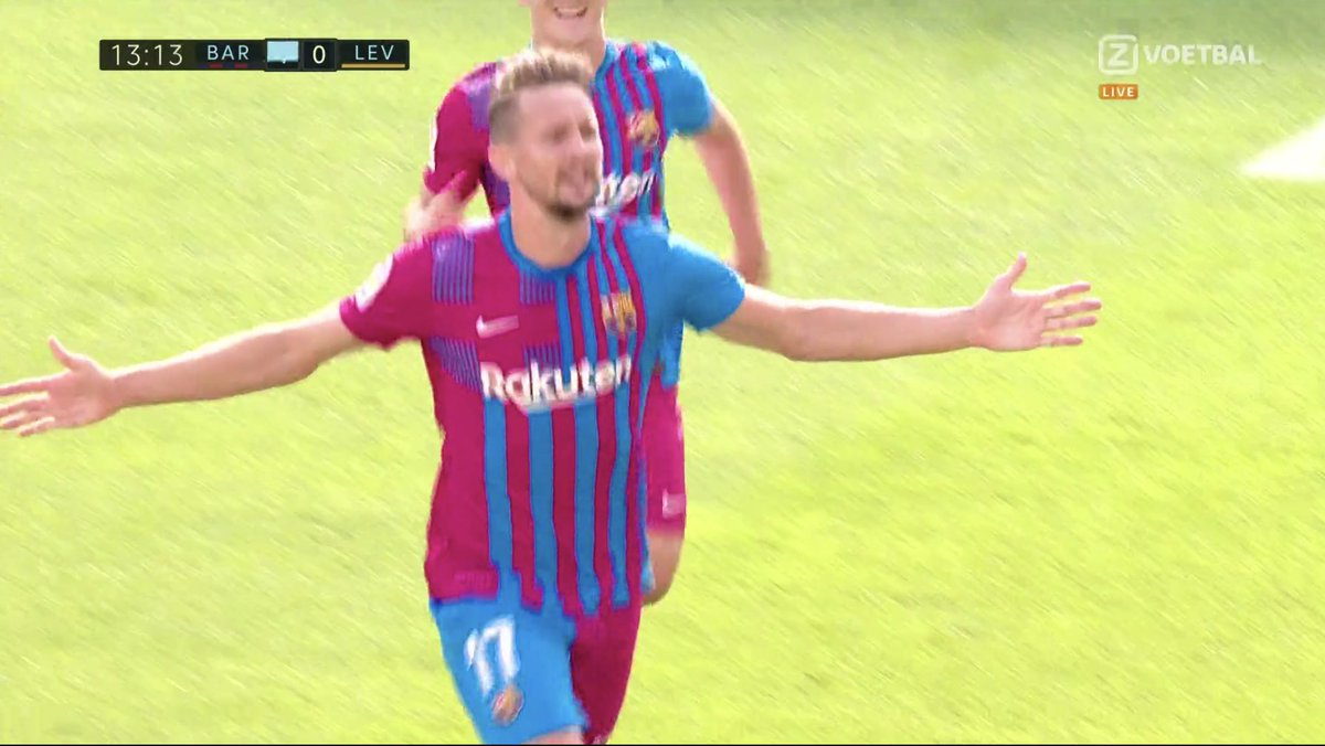 2-0 Barcelona. Luuk de Jong doubles the lead, Dest with the assist!