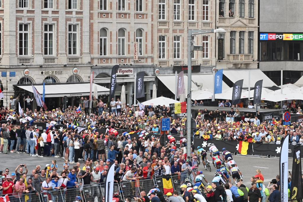 🌈 #Flanders2021 Fantastic atmosphere at the road race, where it's always nice to spend the day with @BORAGmbH 🙌🏼