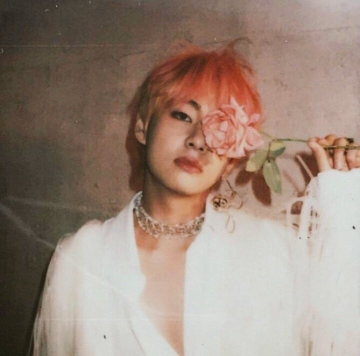 RT @sinha_hahaha: This genre of kim Taehyung✨🌸  The ethereal man he's 💥💥 https://t.co/s5QhHieyNw