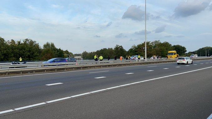 Op de A20 heeft een ongeluk met een motorrijder plaats gevonden thv van oprit Maasland richting Maasdijk https://t.co/G3yQZLqeLT