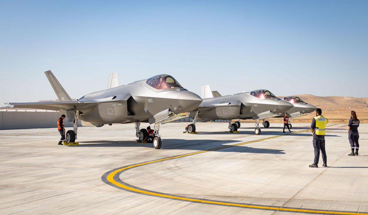 هبطت اليوم في قاعدة نفاتيم الجوية ثلاث طائرات مقاتلة جديدة من نوع F35