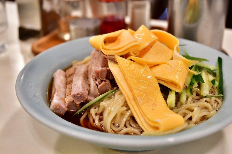 神楽坂の人気町中華は、あいかわらずの繁盛ぶり。【冷中華】の満足度が高め。チャーハン&回鍋肉も良いけど。  #tabelog