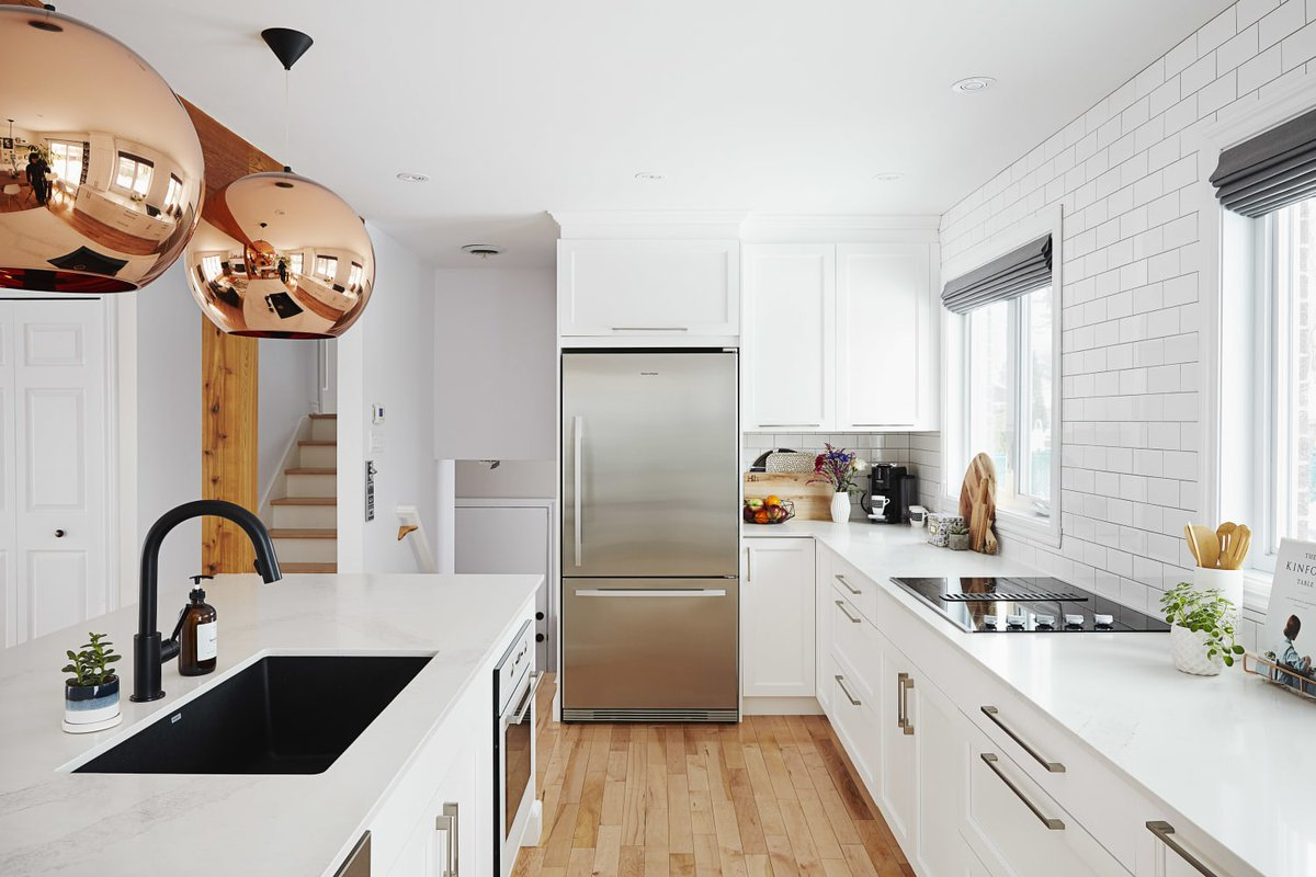 4 Ways to Make Kitchen Counters Look More Expensive, According to Home Stagers bit.ly/3lEPb6k #homeideas #homedesign #kitchendesign