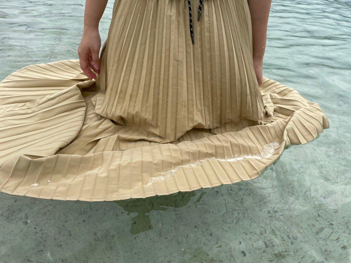 ワークマンの撥水スカートが、「撥水ってレベルを超えてる」と話題に!