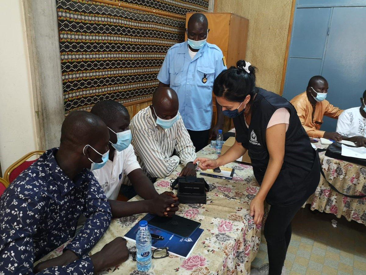 Le projet #G5Sahel d'INTERPOL a formé plusieurs unités des forces de l'ordre du #Tchad sur la collecte de données biométriques des détenus. Une cérémonie officielle a eu lieu pour la remise des certificats et les équipements de police pour les différentes unités policières.