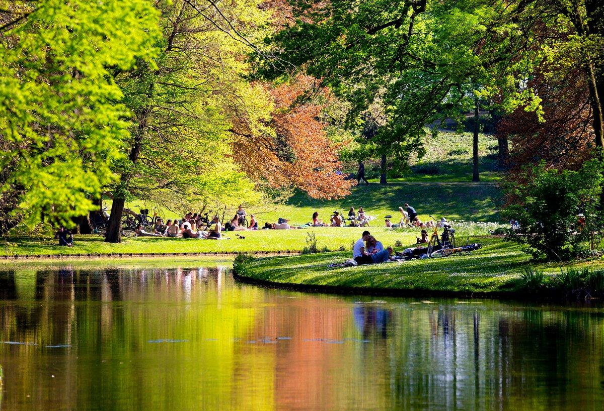 Vandaag tijdens de 4e #ToerismeTop maakt @NBTC  bekend dat #Nederland dit jaar naar verwachting 5,4 miljoen internationale #bezoekers verwelkomt. Dat is 26% minder dan vorig 'coronajaar' en 73% minder dan in 2019, het laatste 'pre-coronajaar'. Meer weten? https://t.co/Owa6xlxFT1 https://t.co/tVLokWBc6i