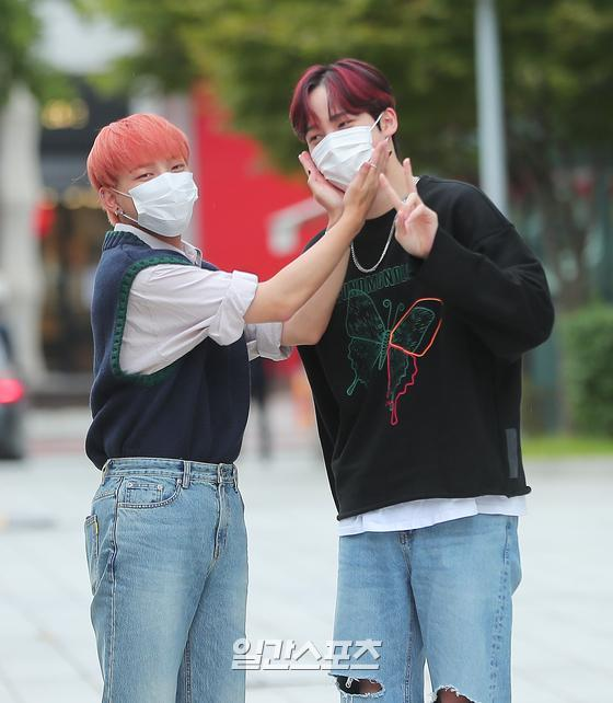 Hongjoong ve Yunho'nun bugün katılacakları SBS Park Sohyun's Love Game radyo programına giderken~   #에이티즈 #ATEEZ @ATEEZofficial