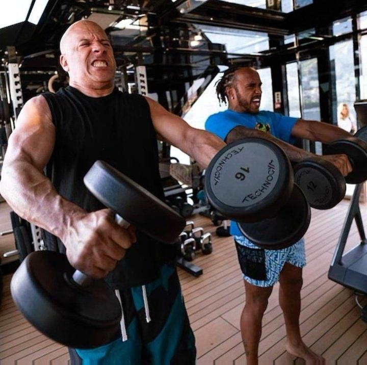 🗣️ Vin Diesel: 'İnanç ve sıkı çalışma karşılığını verir! Seninle gurur duyuyorum küçük kardeşim...'