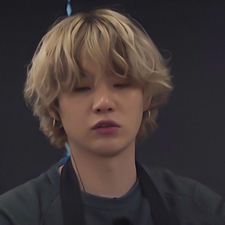 [🔥] @BTS_twt   Öldüren editlerde bugün;  Yoongi bunu görüyorsan, lütfen saçını uzat 🔥