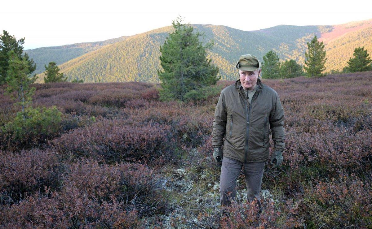 Başkan Vladimir Putin, Savunma Bakanı Sergei Shoigu ile Sibirya'da üç gün yürüyüş yaparak geçirdi.  Kamp yaptı ve çadırda kaldı.
