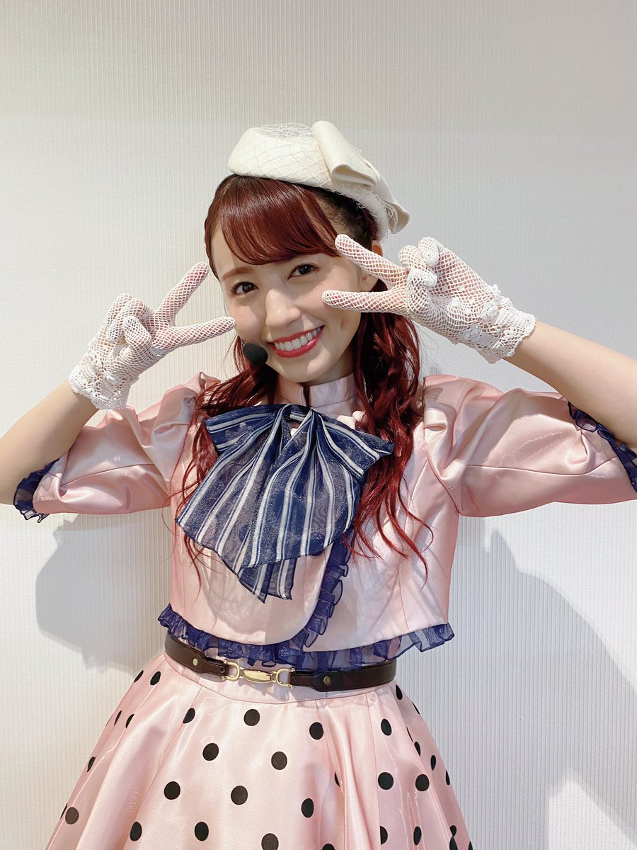 梨子のソロ楽曲「PURE PHRASE」 のお衣装🌸 新しい世界を夢見て旅をしているイメージで作って頂きました! 新しい梨子ちゃんが見てみたいな〜ピンク以外の色にしようかな〜とギリギリまで悩んだけど、やっぱり桜ピンクに戻ってきました! ボレロになってるのもこだわり👗