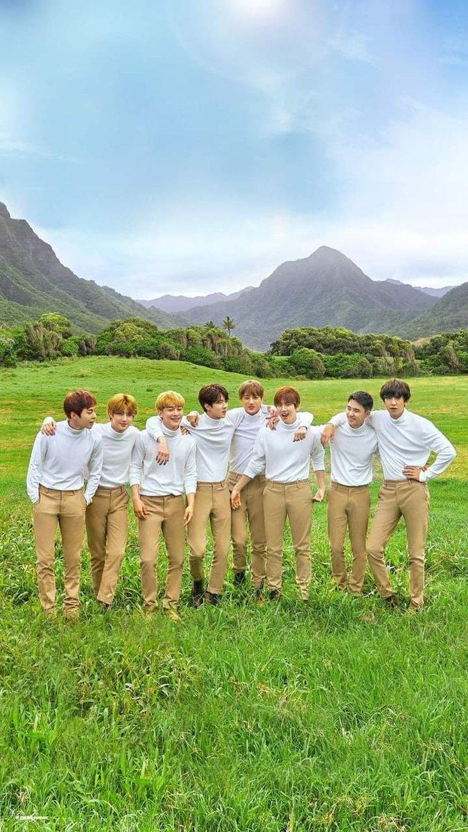 I Love EXO @weareoneEXO  #EXO @B_hundred_Hyun @layzhang