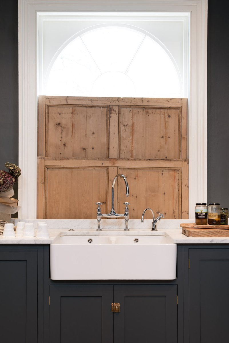 A fluted sink or one with a plain front, which would you choose for your kitchen?  #KitchenDesign