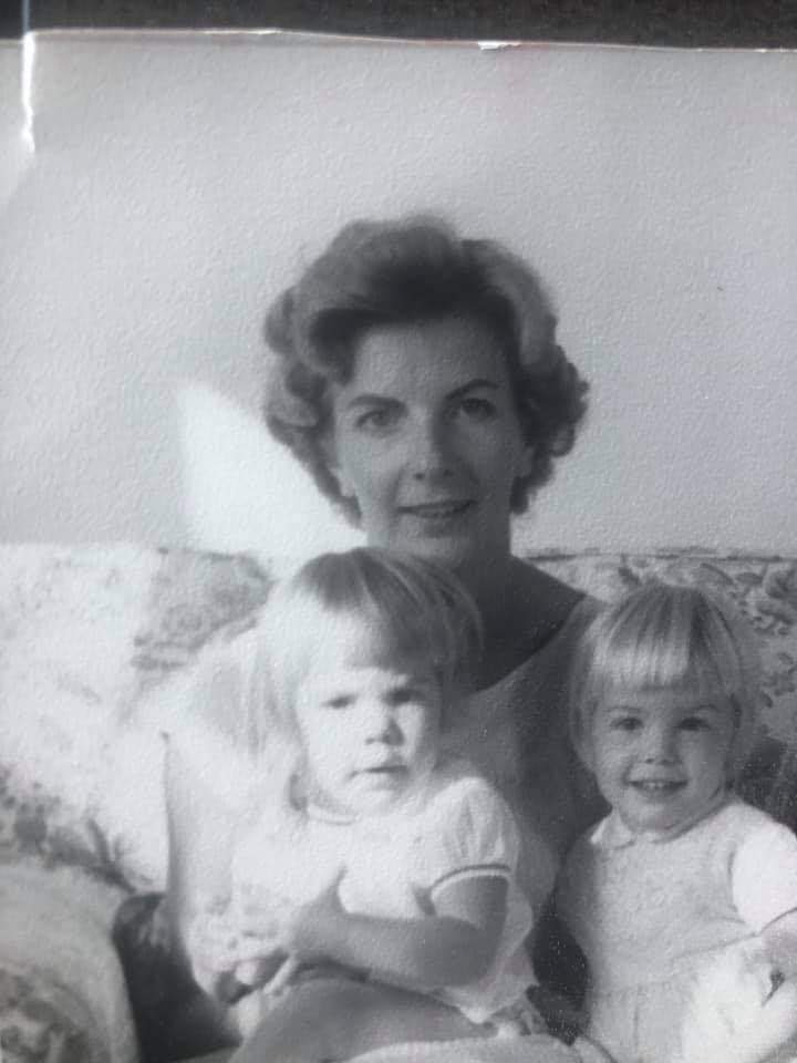 My mom died early this morning!💔💔💔 I'm laughing and crying thinking about her. She was smart, beautiful and funny, a true English Rose.🌹I loved her so much. That's me on the left.  She was my best friend for years. I love you mom. You were the best!💔❤💔❤💔