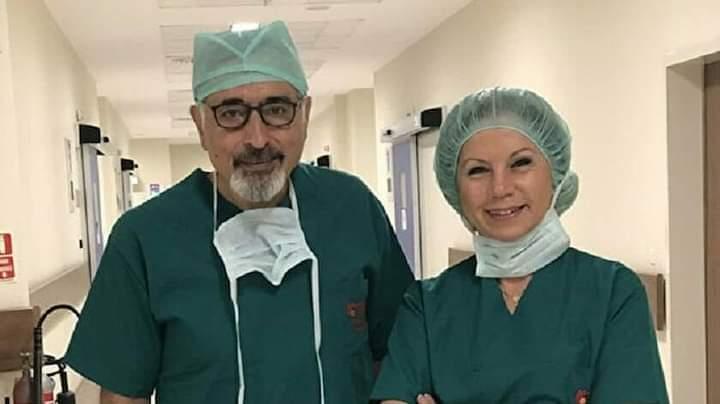ABD'den dönen ünlü cerrah Ege Üniversitesine katıldı. Bir akciğer ile 3 hastayı hayata bağlayarak 'Domino ameliyatı' olarak bilenen operasyonla ABD'de 'tıp mucizesi' diye anılan, en iyi 10 doktor arasına giren ve 250'nin üzerinde bilimsel yayını bulunuyor Prof.Dr.Şükrü Emre'nin.