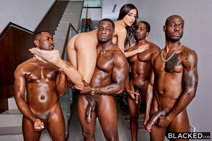 Me + 4 daddies that absolutely wrecked me 🥵😈 something I'd been fantasizing about  foreverrrrr. WEDNESDAY