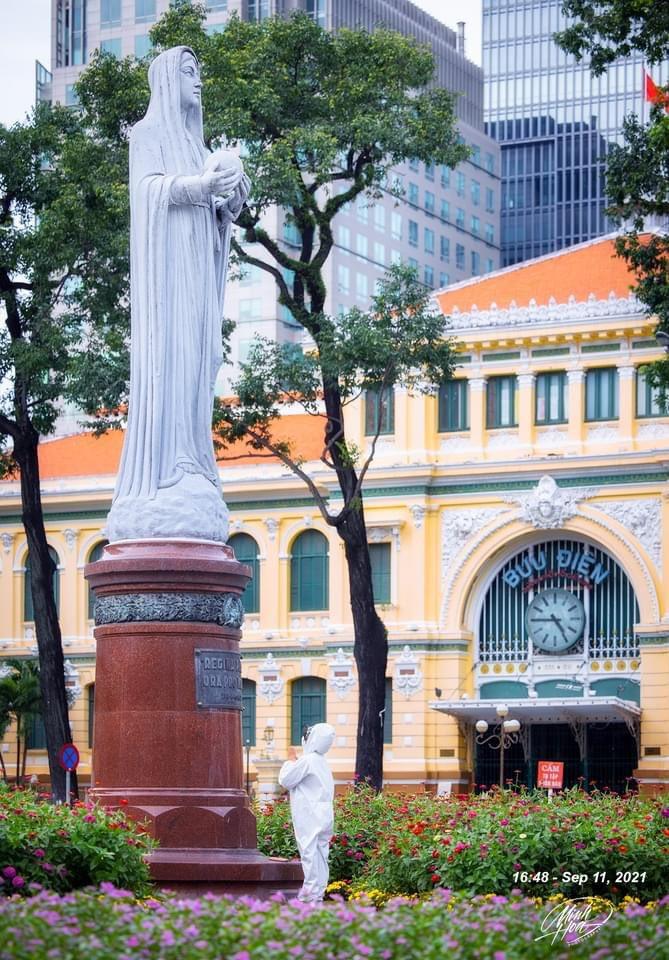 Praying. 9/11/2021. Minh Hoà Photography. #COVID19 #Saigon #911anniversary