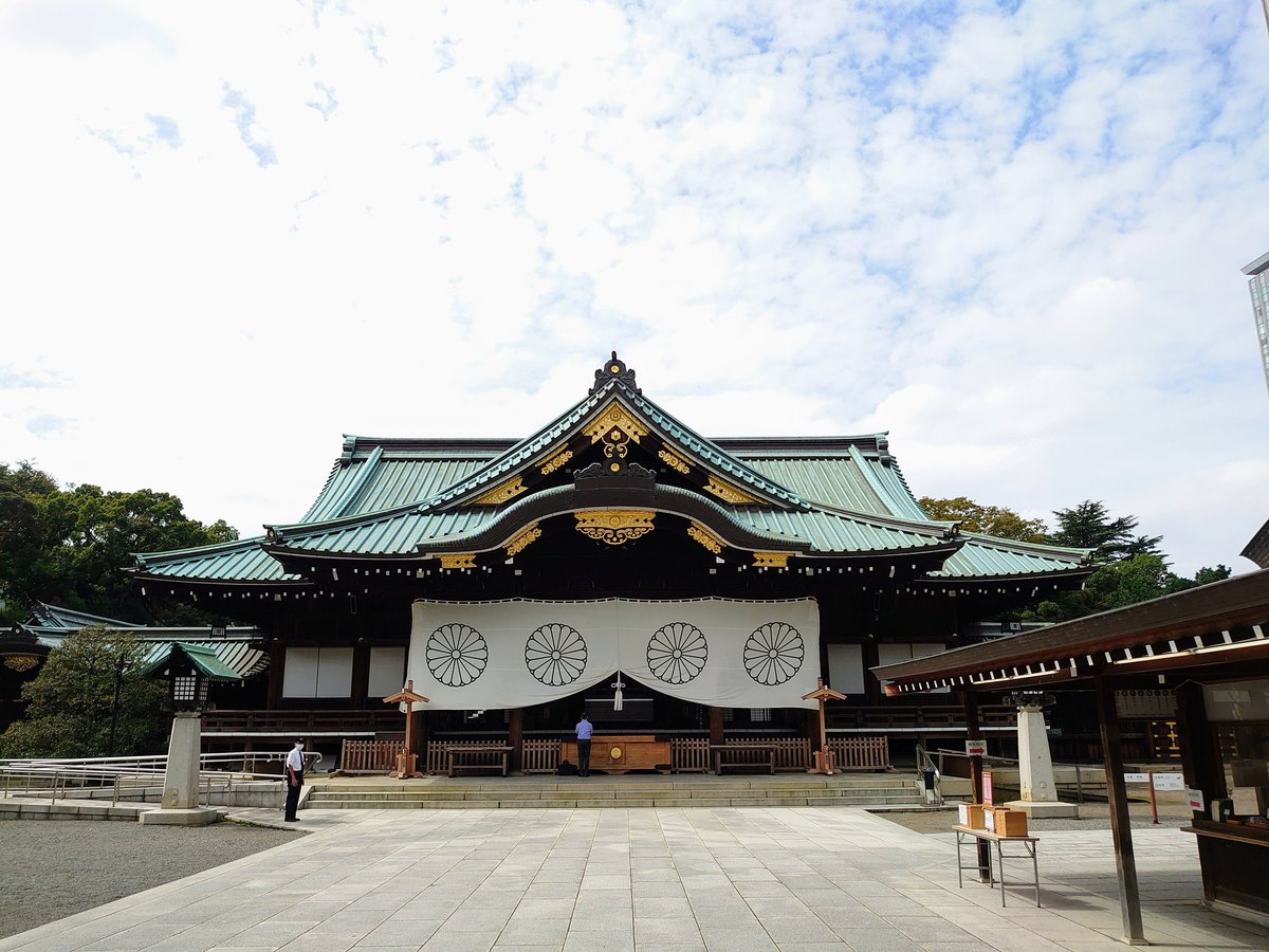 明日の開票に向けて靖国神社に参りました。御英霊の皆様。護国の光、高市早苗議員を呼んで下さいませ。