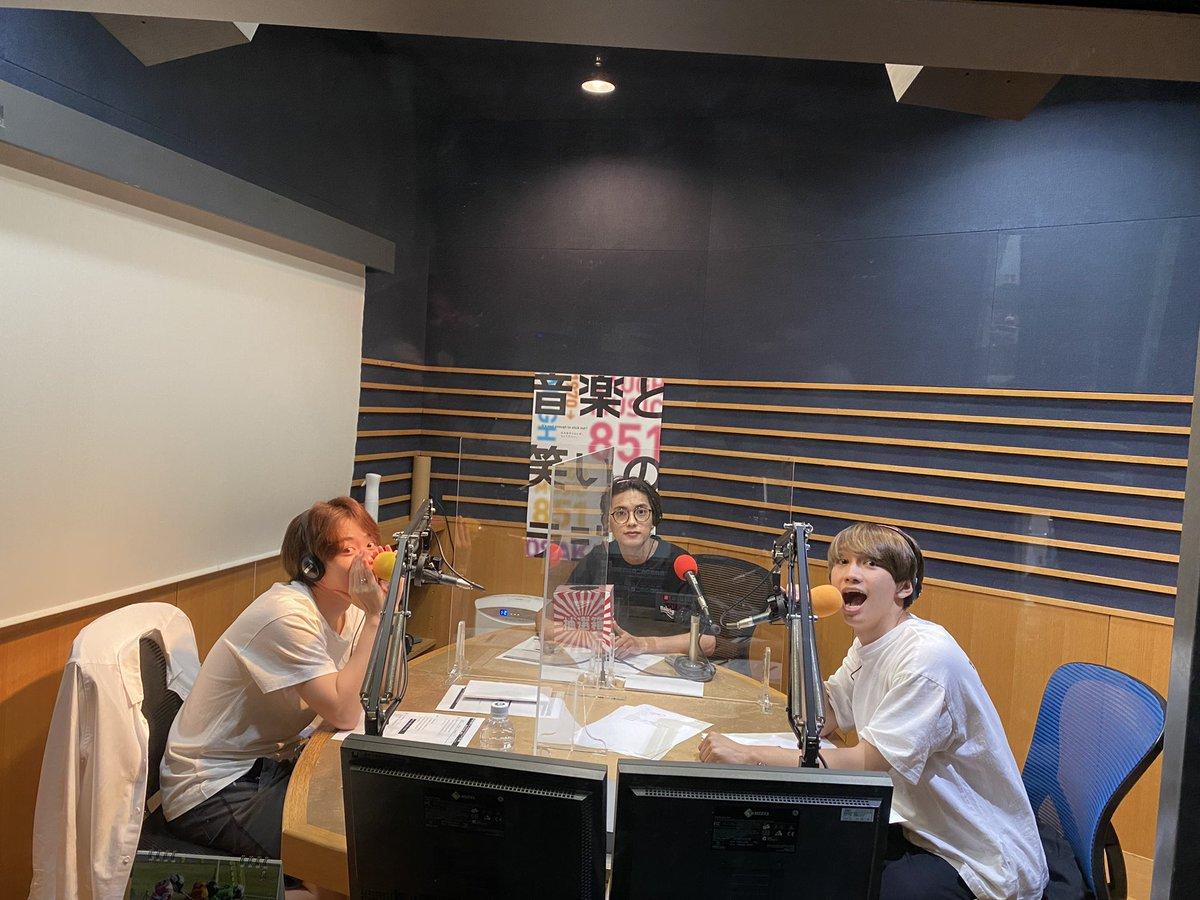 #関バリ⚡️ #FM大阪 から 今日は、#なにわ男子 の #藤原丈一郎、#大橋和也、#高橋恭平 がお届けしています!📻 今日はお便りなしの収録回ということで、カードトークでお届けします!お楽しみに🌟