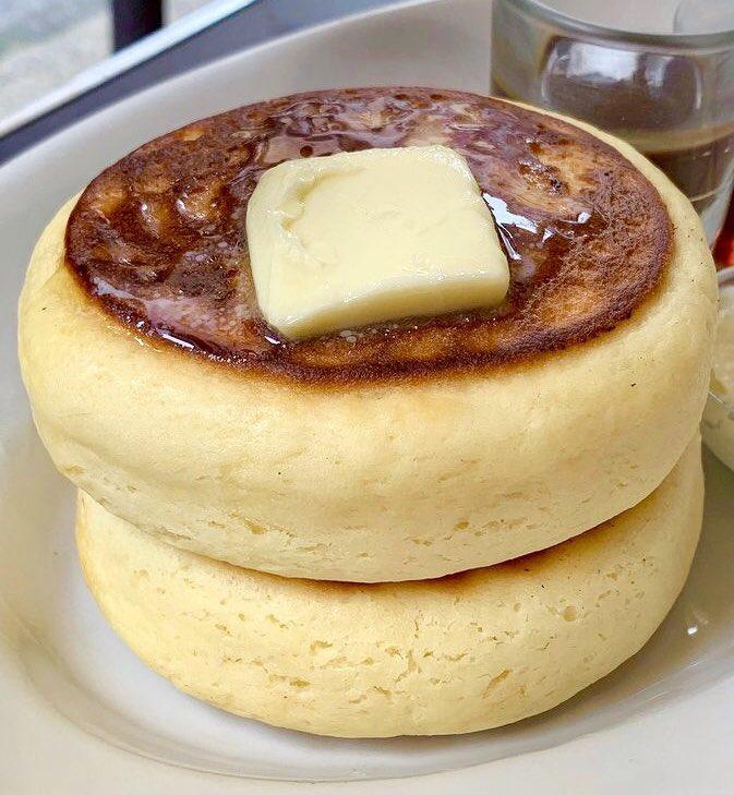 お腹が満たされそう!ずっしりとした昔懐かしの「クラシックパンケーキ」