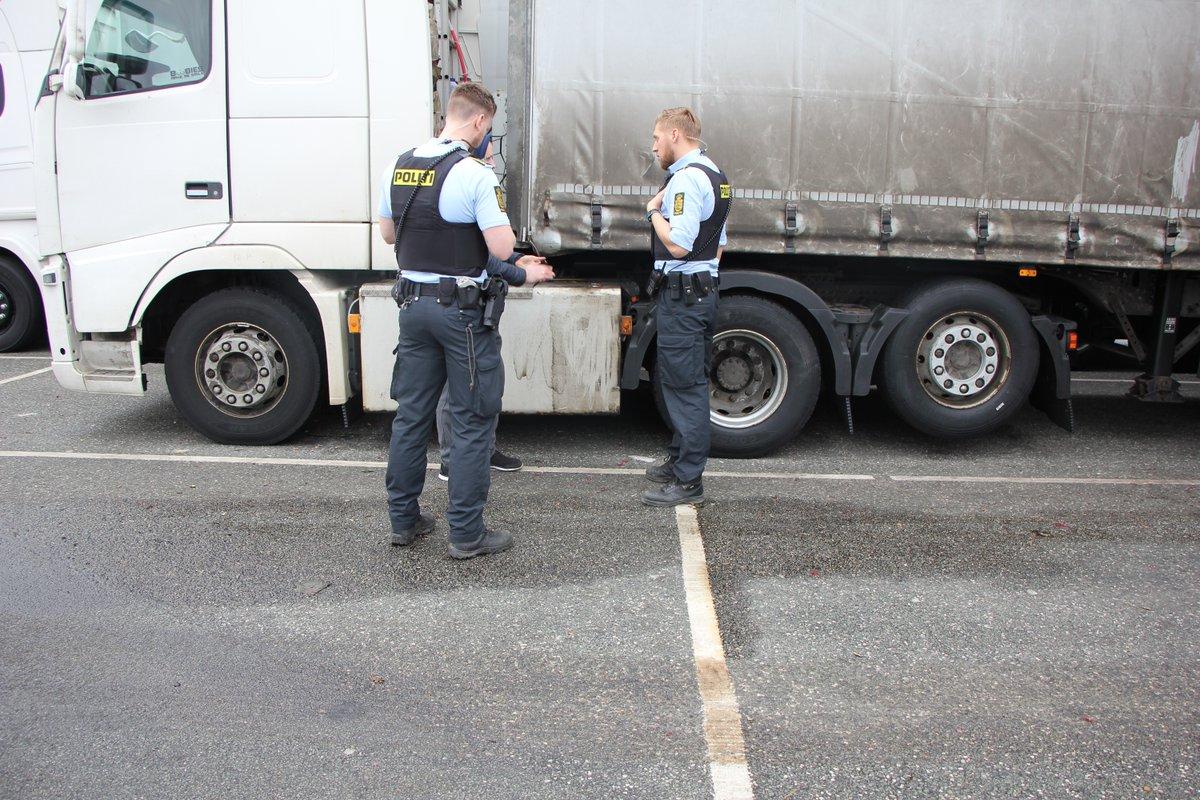 Med overskridelser af køretiden på op til 158% kan lastbilschauffør forvente ubetinget frakendelse samt kæmpebøde #politidk https://t.co/sWAu1eL6NE https://t.co/Ak04rOjS4c