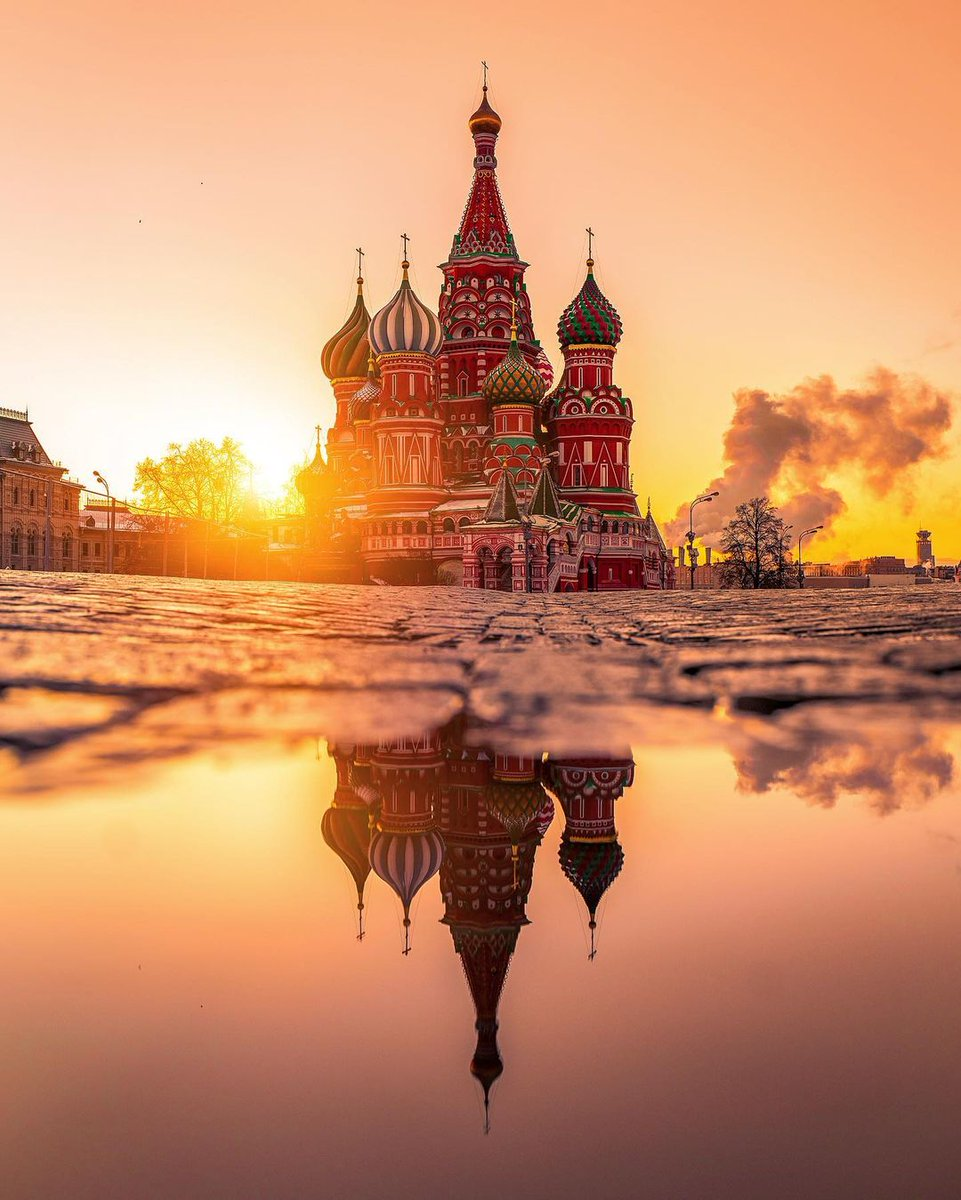 Perfect golden hour 💛 📌 St.Basil's cathedral, Russia  📸 IG kobektas   .@Russia #Russia #VisitRussia #Travel #Tourism #Sunset