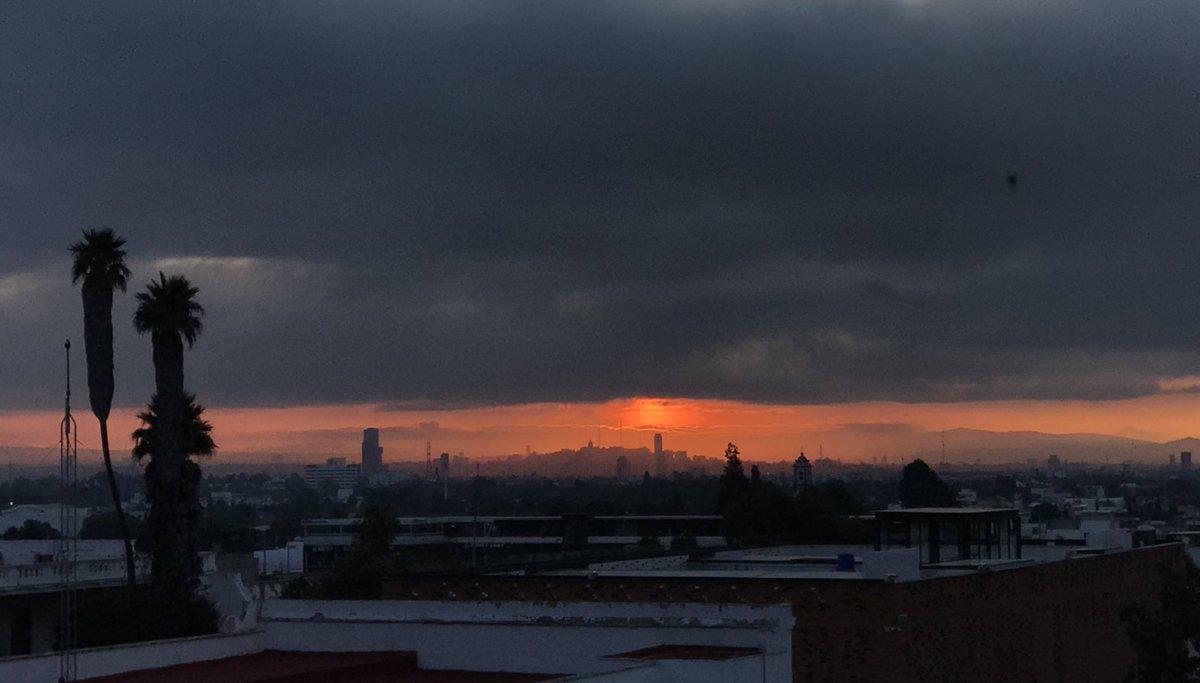 #LatitudCholula Desde Cholula el amanecer es asombroso.   📷Jardín San Andrés   #Cholula #amanecer #BuenosDias  #visitacholula #instacool #sunset