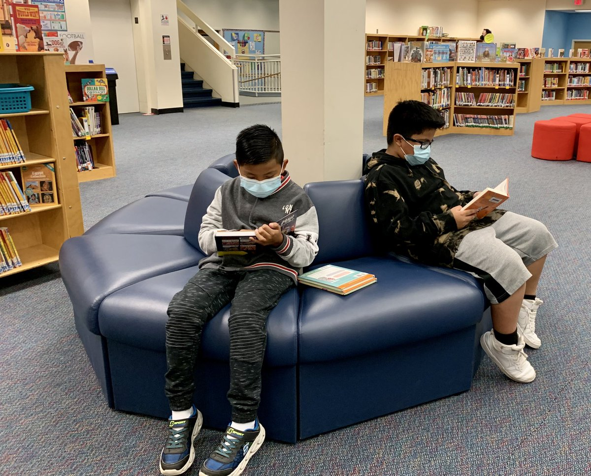 Check out these before school library visitors! They love their new books 📚 <a target='_blank' href='http://search.twitter.com/search?q=APSlibrarians'><a target='_blank' href='https://twitter.com/hashtag/APSlibrarians?src=hash'>#APSlibrarians</a></a> <a target='_blank' href='http://twitter.com/ReadingRube'>@ReadingRube</a> <a target='_blank' href='http://twitter.com/APSLibrarians'>@APSLibrarians</a> <a target='_blank' href='https://t.co/415DjMVLcO'>https://t.co/415DjMVLcO</a>