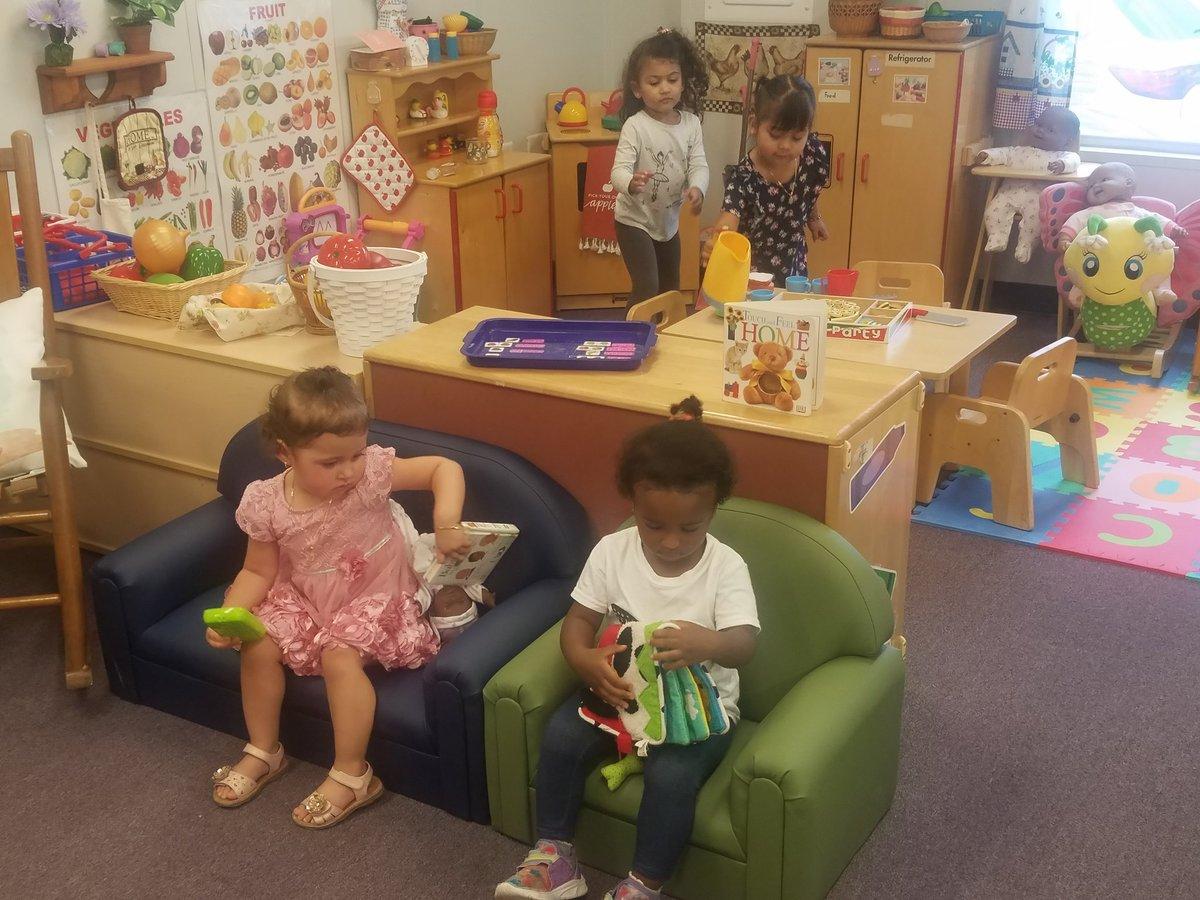 妈妈们的教学技术实践。 为他们的孩子们进行创造性游戏的重要工作。 #家庭素养APS_EarlyChild'> @APS_EarlyChildAPS_ESOL'> @APS_ESOLAPS职业中心'> @APS职业中心APSVaSchoolBd'> @APSVaSchoolBdAPS_PRC'> @APS_PRC@APCYF https://t.co/xq0ij9oPWb