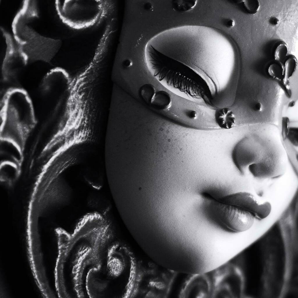 Another peek at new piece headed out to @artwhirlgallery You'll just have to guess the colours for now! . . . #artwork🎨 #artwhirlgallery #blackandwhite #xhanthi #dollart #sculpture #newcomtemporaryart #popsurrealism #masquerade #fairyart
