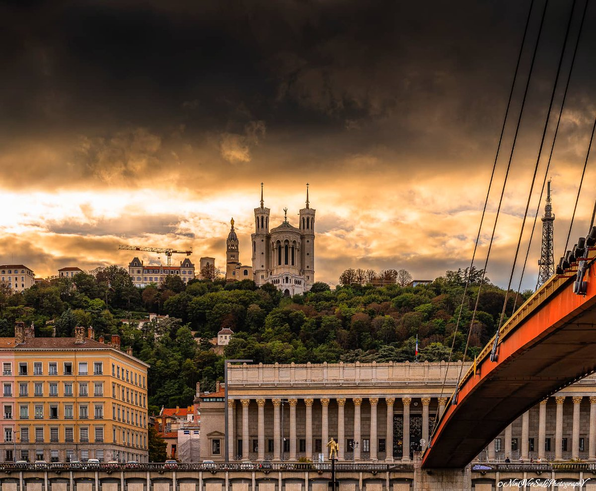 """ Lugdunum avec sa couronne d'or"" @OnlyLyon @OnlyLyonTourism @villedelyon @grandlyon @leprogreslyon @RadioSCOOPOff @20minuteslyon @auvergnerhalpes @F3Rhone_Alpes @meteofrance #Lyon #cityscape #fourviere #photooftheday #picoftheday Ninoversalphotography:Facebook/Instagram"