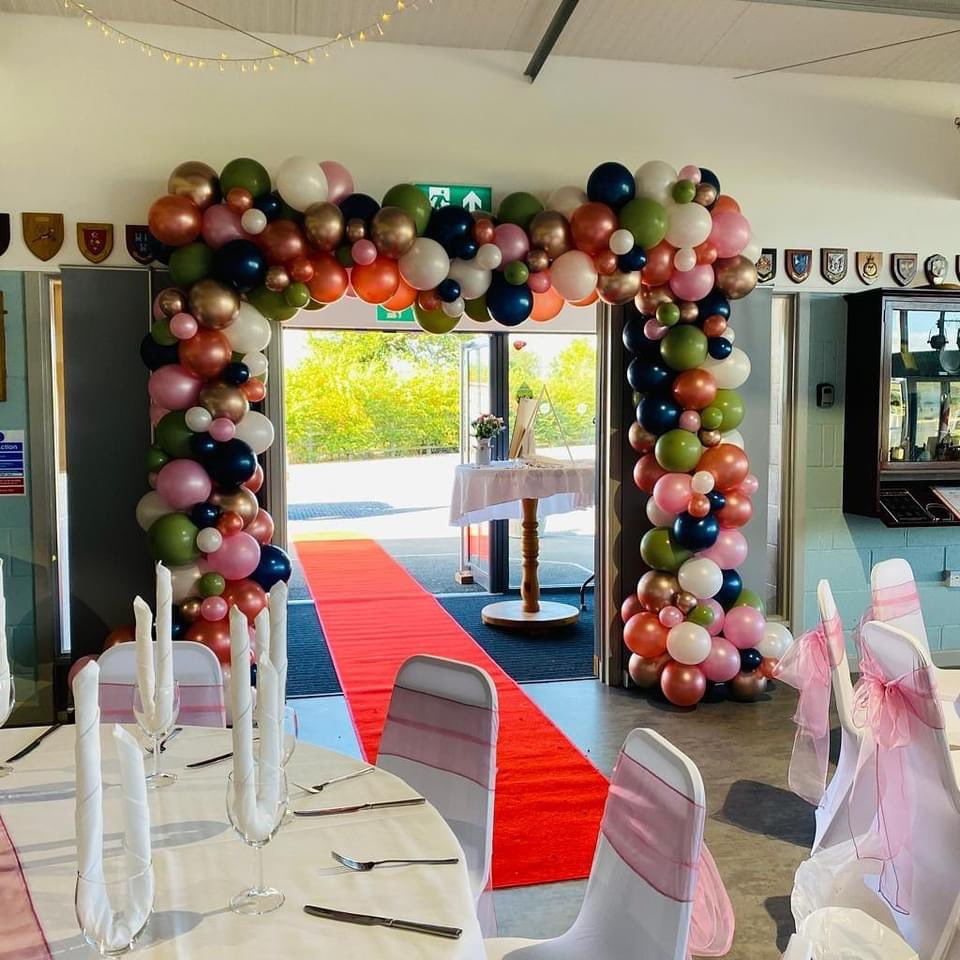 We are loving that weddings are in full swing again 👌🏼🥳🎈#balloons #balloonsdecoration #balloonarch #wedding #weddingballoons #worcester #WorcestershireHour