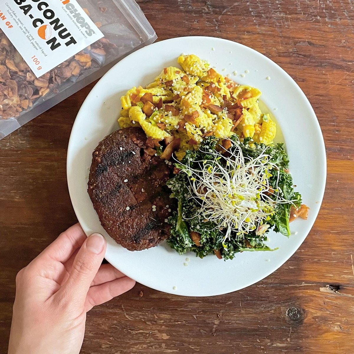 """Plant&Co's @YamChopsTO Montreal """"steak"""", pasta salad and kale caesar are the perfect triple threat for your Tuesday night!💥  #vegano #veganfoodie #vegancommunity #healthyeating #plants #healthyliving #vegans #yummy #delicious #eatclean #veggie #healthiswealth #vegandinner"""