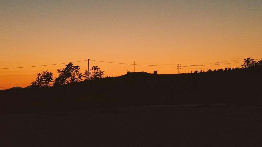 🌄Últimas luces del día desde la Fuente Principal de Hellín. #sunset #Albacete #meteoAB
