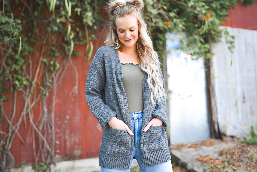 We love a good grey cardigan 😍  #fallfashion #ootd #boutiquefashion #goldsoulco #rodeoutfit #westernfashion #western #style #nfrstyle #nfrfashion #boutique #westernlifestyle #onlineshopping  #photooftheday #outfit #inspiration #outfitinspo #rodeo