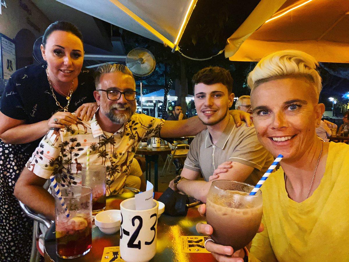 Post work drinks with the familia 🍹 #TeamOQ #familia #family