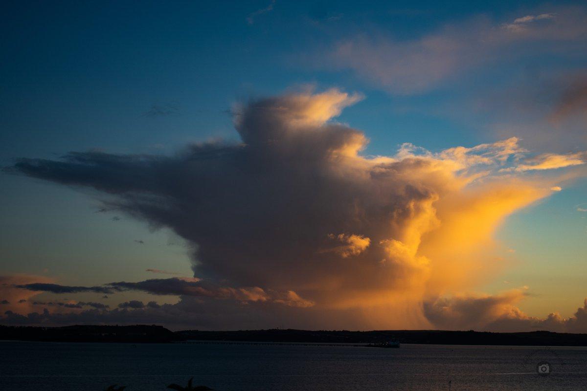 The sky over Cork Harbour this evening.  @corkbeo @pure_cork @PhotosCork @GreatIslMedia   #clouds #sky #photography #nikon