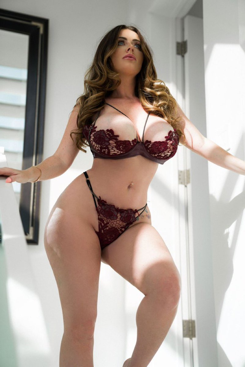 Get 30 days FREE to my naughty 👿 VIP! onlyfans.com/sophiedeelive Onlyfans.com/sophiedeevip SophieFans.com 💕💕💕