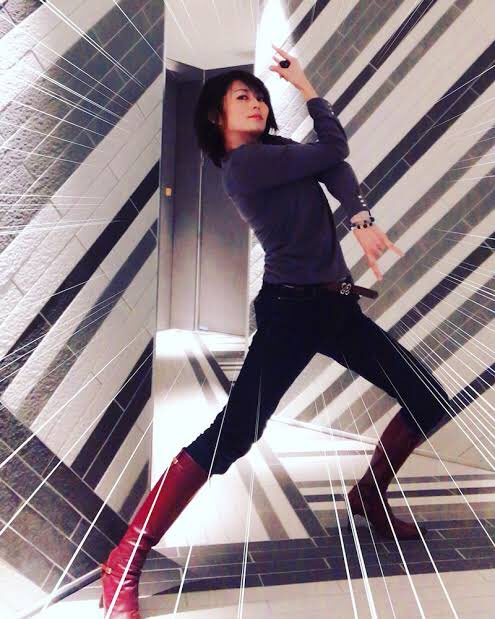 どうしてこんなに振り切れるの?バストアップサロン経営の宮崎泰子さん。体感がすごすぎるジョジョ立ち