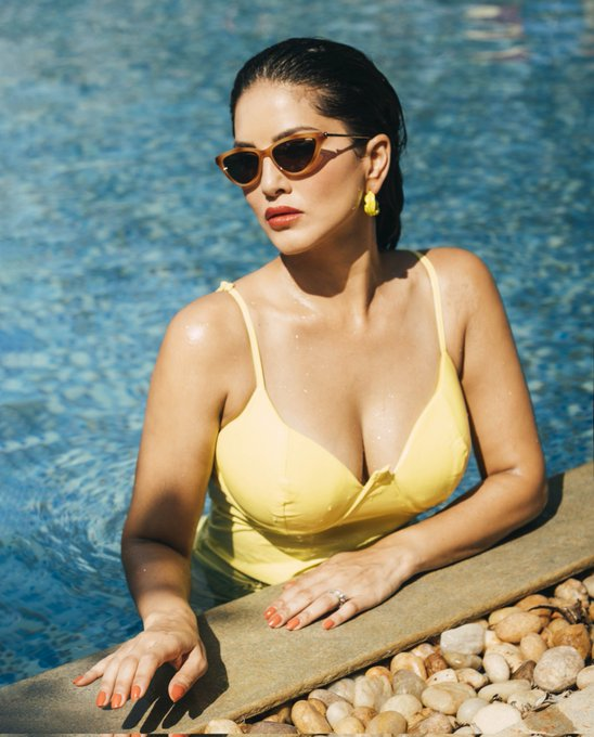 Drop your #NFT Art 👇and tell me about it on my @discord channel: https://t.co/9xjrNoQVTx . . #SunnyLeone
