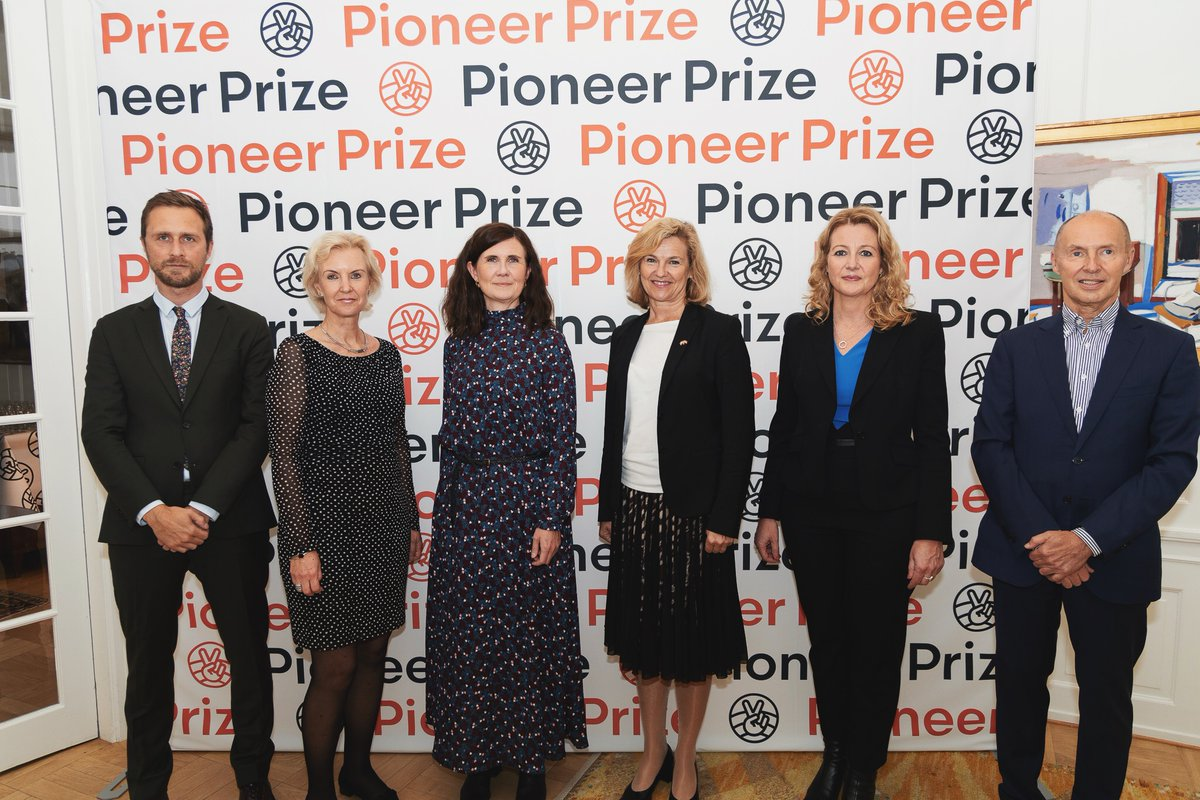 Congratulations to all the winners of the @NordicSafeCity #PioneerPrize - highlighting Nagin Ravand from Gellerup, who is very succesfull in advocating and living participation for women and girls in football.  #S4D #SDGs #youthleadership #WELOVEASPHALT https://t.co/nyZNoIWGNL