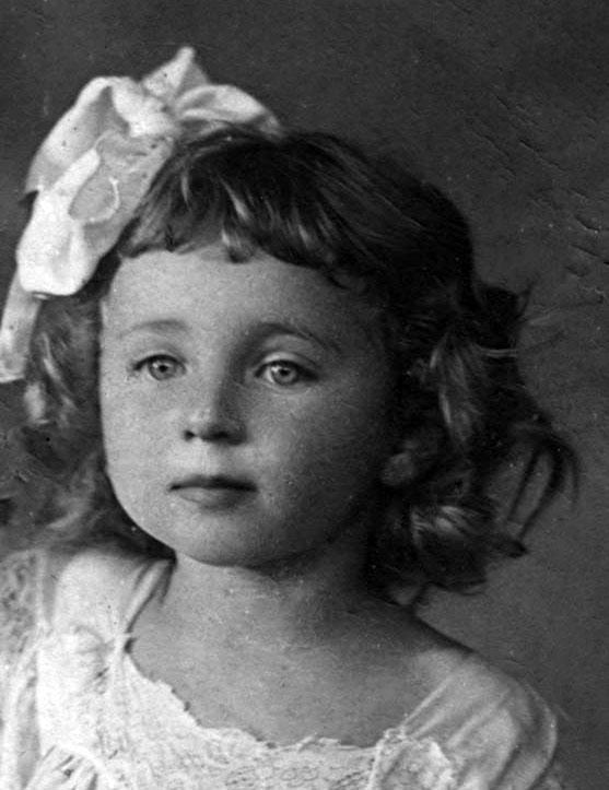 """صور لبعض الأطفال الأبرياء الذين قتلهم النازيون مع أكثر من 33 ألف يهودي في مذبحة """"بابي يار"""" التي وقعت في…"""